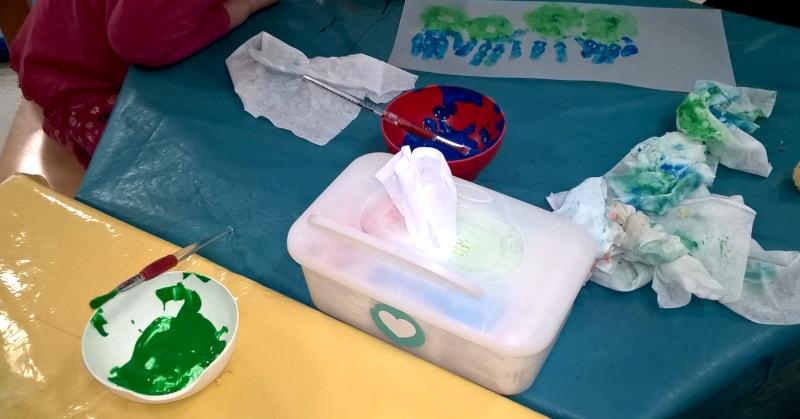 Das Bemalen der Laternen mit der Raupe Nimmersatt hat den Kindern besonders viel Spaß gemacht