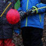 Kinder der Kindertagesstätte Erlebnishaus mit Laterne